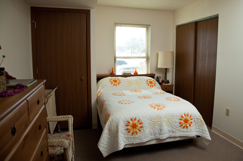 Auburn Courts assisted living bedroom
