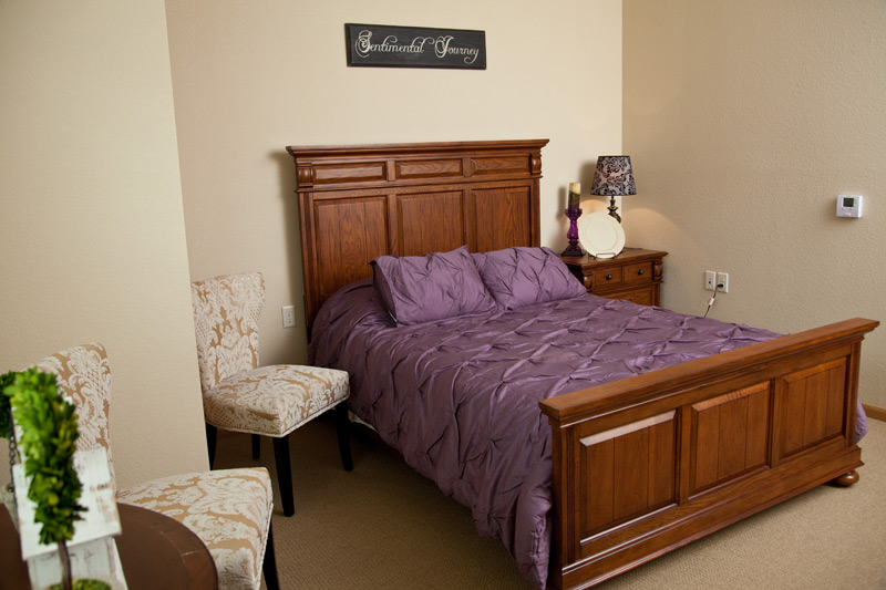 Auburn Meadows assisted living bedroom