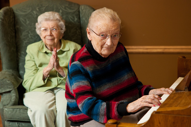 Courtyard assisted living resident playing piano